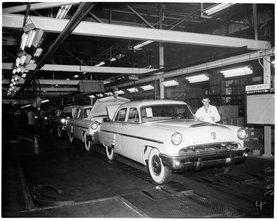 Lincoln-Mercury Plant in Maywood, 1952