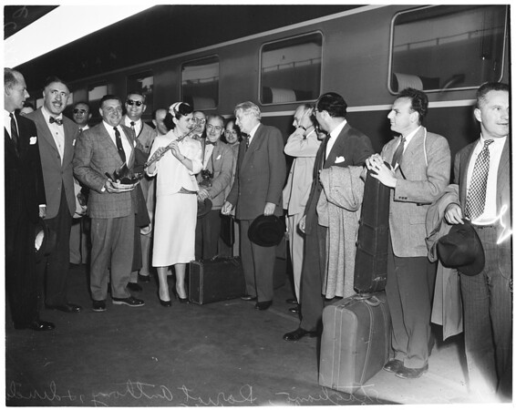 Symphony (arrival of members), 1953