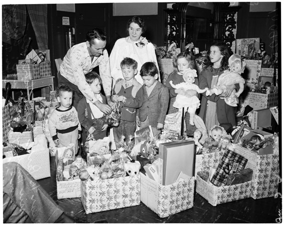 Christmas party at Sunshine Mission (2600 South Hoover), 1953