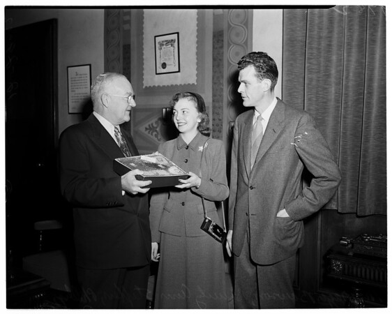 Cheese presentation, Mayor's Office, 1952