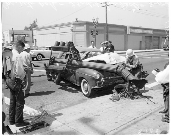 Car into pole at 23rd Street and San Pedro Street, 1960