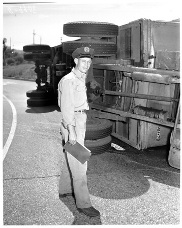 Truck overturned at 7th Street turnoff of Santa Ana Freeway, 1954