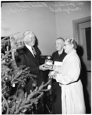 Christmas -- Veterans gifts, 1953