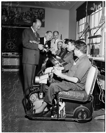 Jewelers 24 Karat Club of Southern California Christmas party at Veterans Administration Hospital in Long Beach, 1952