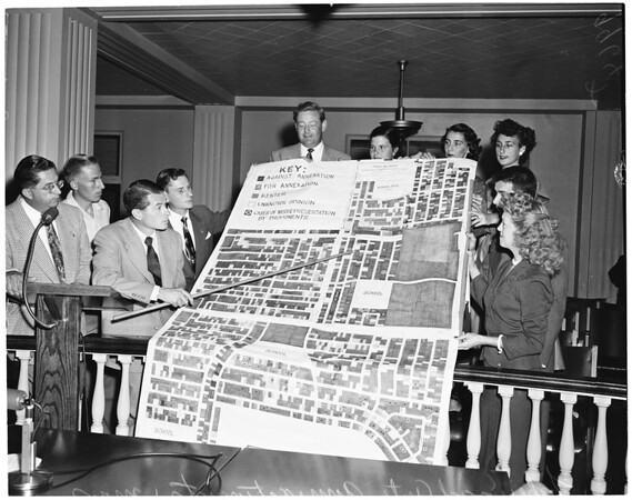 Anti-Annexationists presented large map (Long Beach City Council meeting), 1953