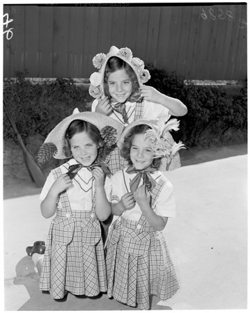 Beach bonnet contest advance, 1953