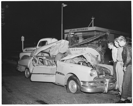 Car hits truck at Tyler and Love Oak (Arcadia), 1954