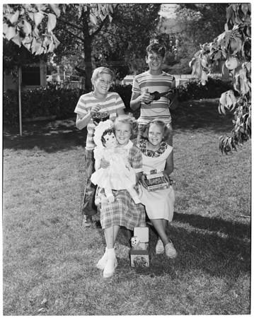 Examiner gifts for poor children, 1952
