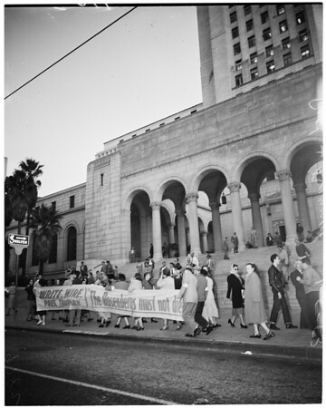 Reds picket at City Hall, 1953