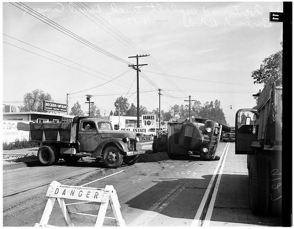 Asphalt truck overturned (Laurel Canyon and Burbank Boulevard), 1951