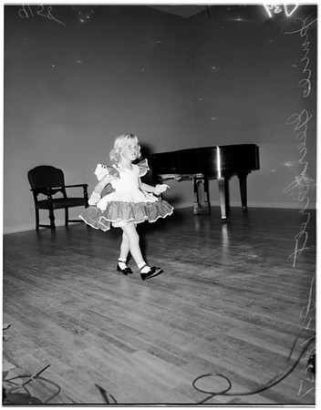 Tot fashion show, 1951
