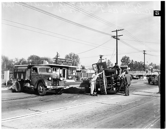 Asphalt truck overturned (Laurel Canyon and Burbank Boulevard), 1951