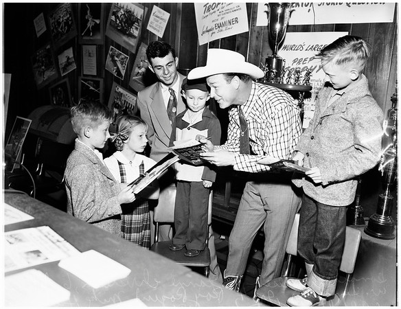 Roy Rogers at sportsman show, 1951