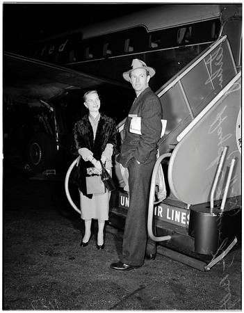 Sterling Hayden arrives international airport, 1951
