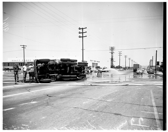 Molasses truck upset (Eastern and Slauson), 1951