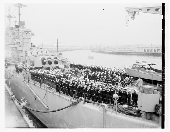 Cruiser Los Angeles arrives in port, 1951