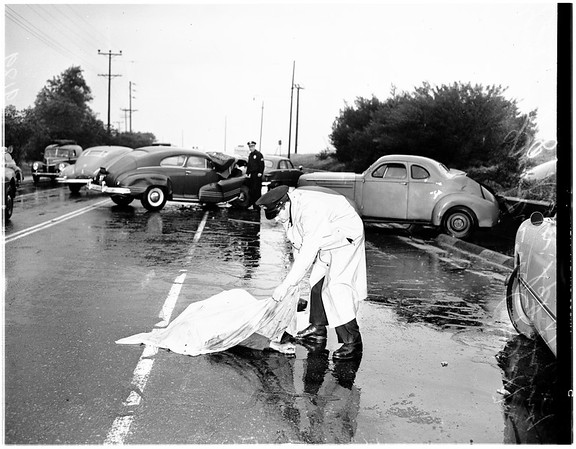Two car wreck on Riverside Drive -- 1 mile north of Los Feliz, 1951