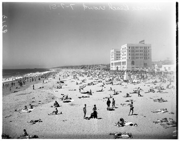 Beach crowd at Hermosa Beach, 1951