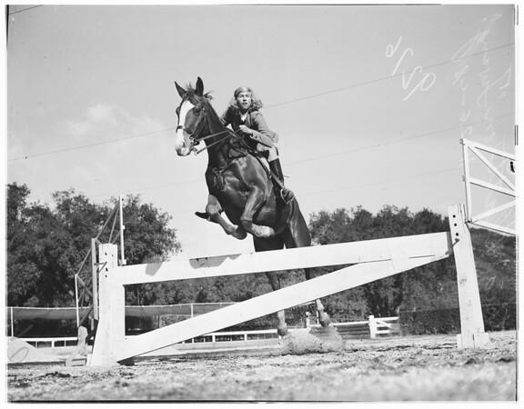 Equestrians, Flintridge Riding Club, Pasadena, 1948