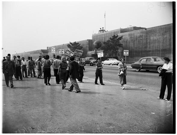 Douglas Aircraft Company strike (Long Beach) pickets, 1951