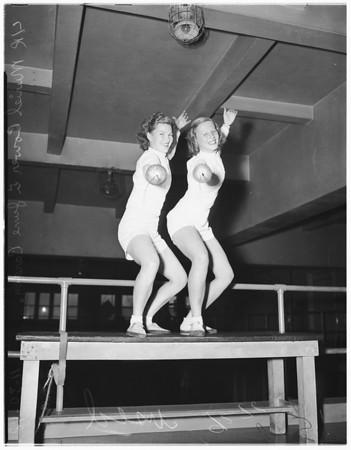 Los Angeles Athletic Club fencing girls, 1948