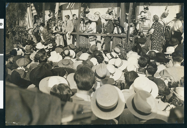 William Farnham addressing crowd at Olvera St., Los Angeles, 1938