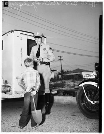 Brinks truck overturns in Burbank, 1951