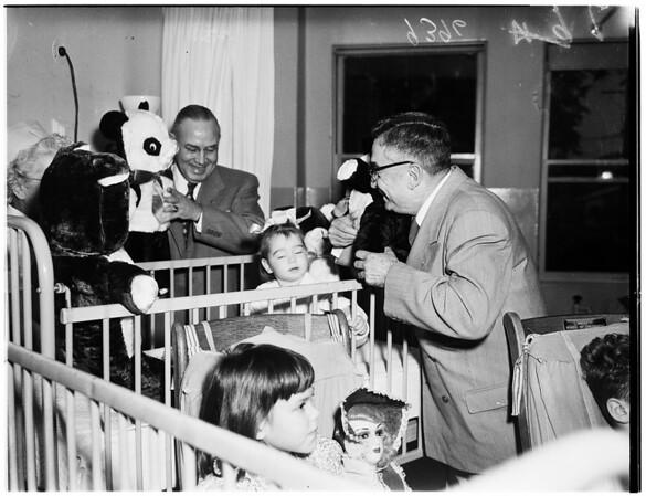 Dolls to orthopedic hospital children, 1951