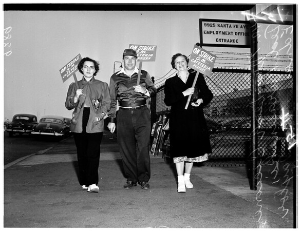 Cafeteria workers picket at General Motors, South Gate Plant, 1951