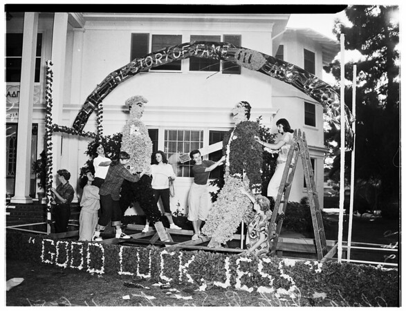 University of Southern California homecoming float decorated, 1951