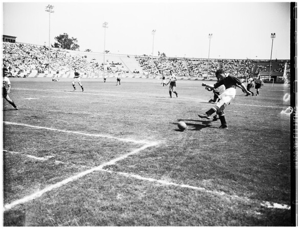 Soccer ...Manchester United Versus Mexico's Atlas Club ...Action Pictures, 1950
