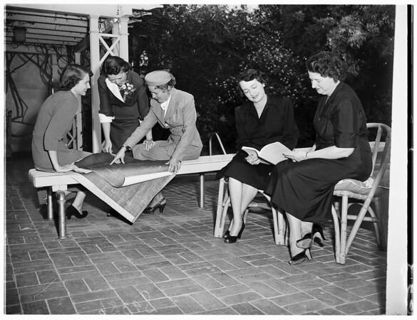 Kappa Alpha Thetas plan fashion show, 1951
