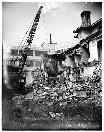 Demolishing old Pantages home, 1951