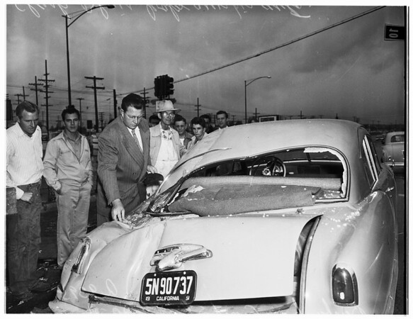 Truck overturned on auto... Burbank Boulevard and Front Street, Valley, 1951