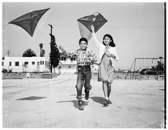 Kite contest (Fresno playground), 1952