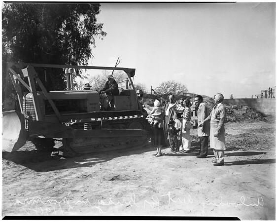 Bridge fill-up (Monrovia), delayed building of bridge, 1952