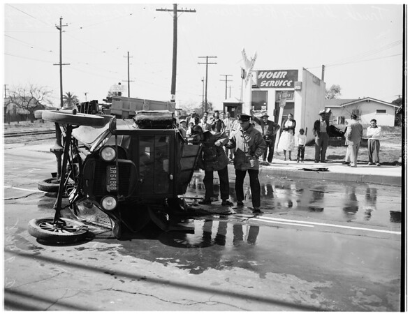 Truck versus Pacific Electric train accident (110th Street and Compton Avenue Crossing), 1952