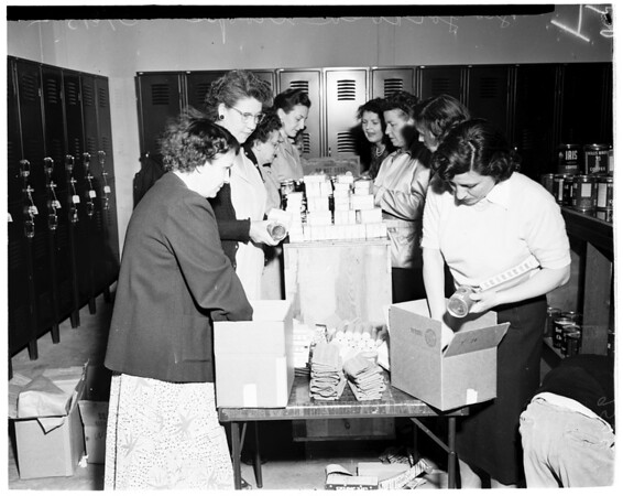 Gifts to Korea troops, 1952