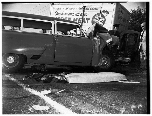 Auto and truck crash at Riverside Drive, 1952.