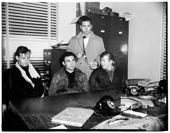 Three teenagers caught in stickup attempt, 1952