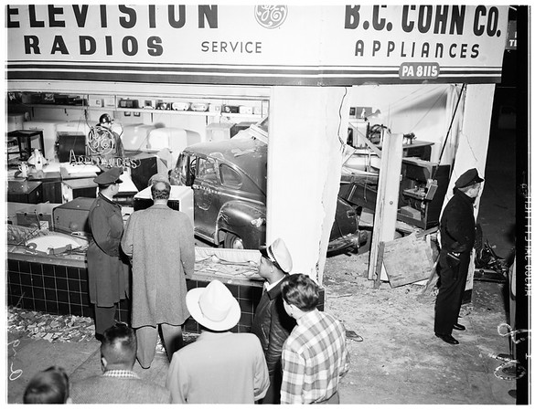 Auto accident at Western Avenue and Washington Boulevard, 1952
