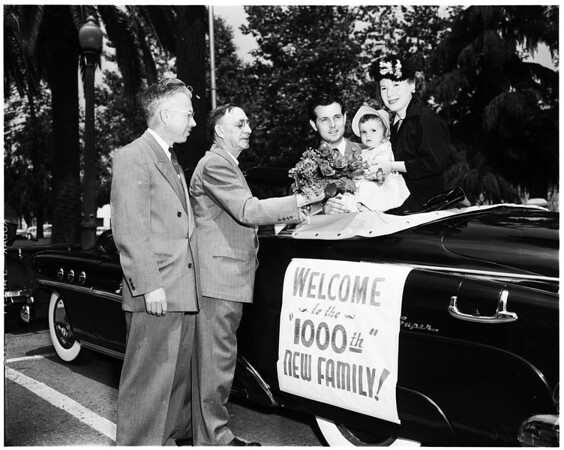 Ontario's 1,000th new family is welcomed to city, 1952