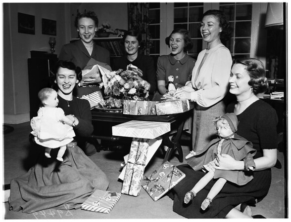 Crownettes of California, Babies' and Children's Hospital, planning toy supper, 1951
