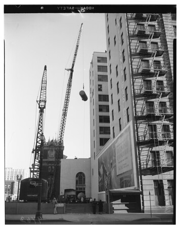 Water tanks put atop building at 810 South Flower Street, 1952