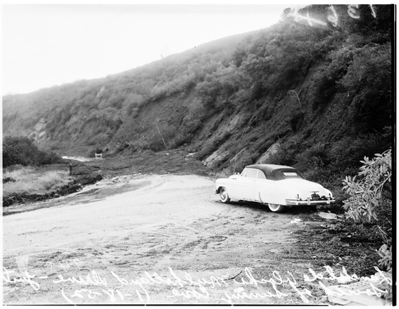 Storm picture...landslide blocks Mulholland Drive, just south of Sunny Cove, 1952