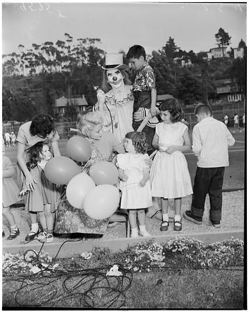 Children's Hospital Auxiliary country fair at Raquet Club, 1952