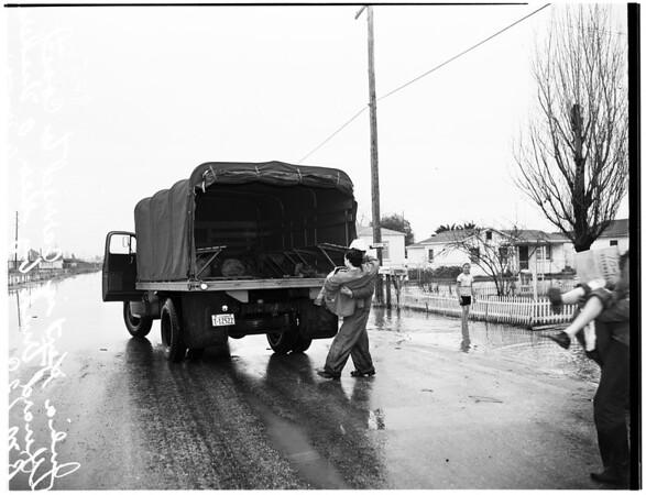 Flood ...Pioneer Boulevard in Artesia ...Pioneer Boulevard near Willis Street School, 1952