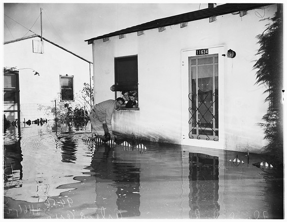 Flooded homes in Artesia area, 1952