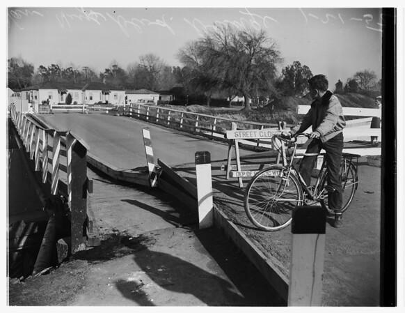 Van Nuys bridge out, 1952