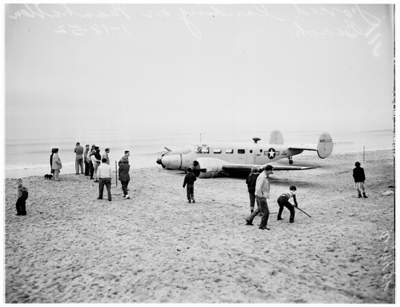Plane crash (in belly landing on beach) Manhattan, 1952
